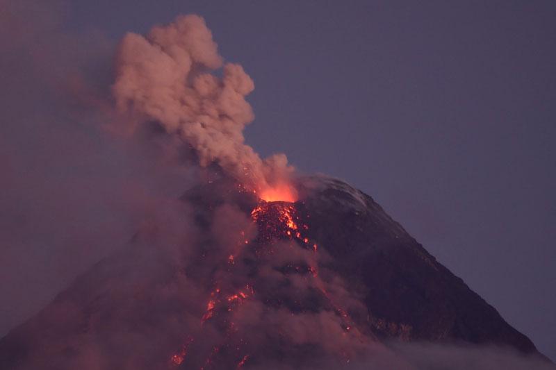 ภูเขาไฟตาอัล'ปะทุหนัก' อพยพ-ชัตดาวน์มะนิลา